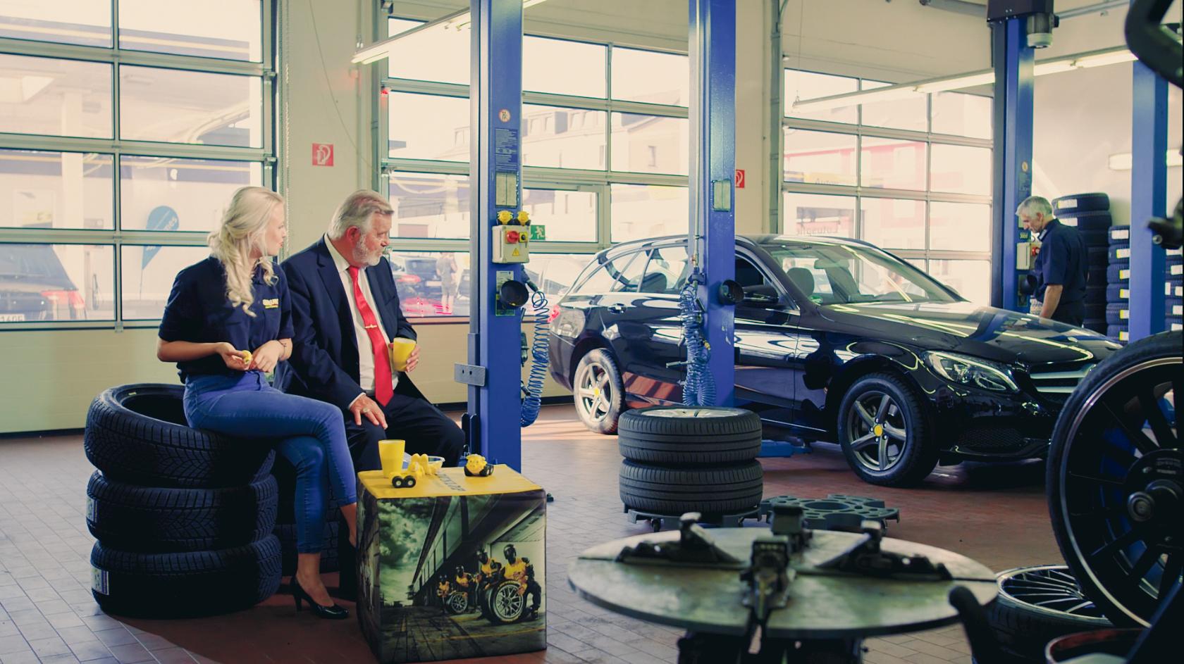 Szene aus Werbevideo mit Harry Wijnvoord